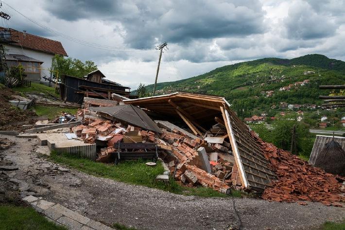 Caritas met à disposition un montant d'aide d'urgence de 500 000 Francs - Aide aux victimes des inondations catastrophiques en Bosnie et en Serbie