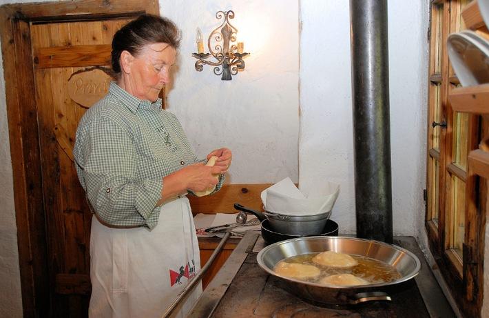 Tiroler Köstlichkeiten verwöhnen Wanderer im Ferienland Kufstein
