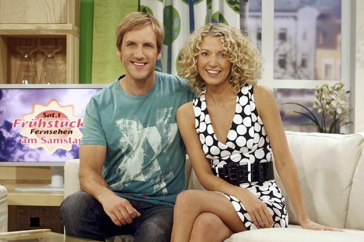 Ab 5. Juli 2008, 9.00 bis 11.00 Uhr / Sat.1 Frühstücksfernsehen am Samstag mit dem Moderationsduo Aline von Drateln und Jan Hahn