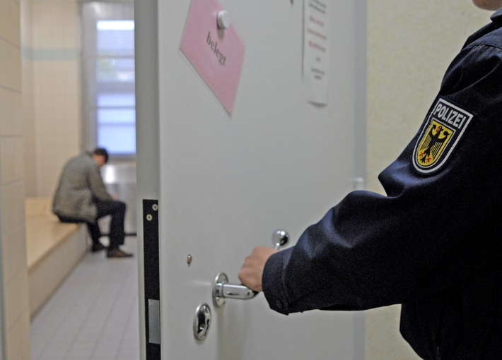 Die Bundespolizei hat einen polnischen Staatsangehörigen hinter Gitter gebracht. Er wurde mit Haftbefehl gesucht.