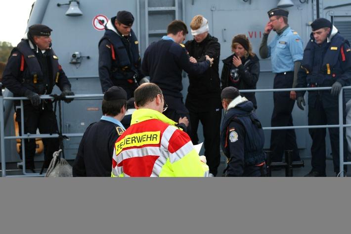 """Deutsche Marine - Pressemeldung: Schnelle Hilfe - """"Frettchen"""" rettet 18-jährigen Segler aus Bayern"""