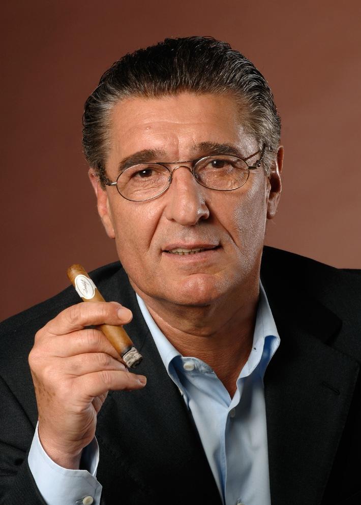 Davidoff ernennt Rudi Assauer zum Botschafter des Rauchgenusses