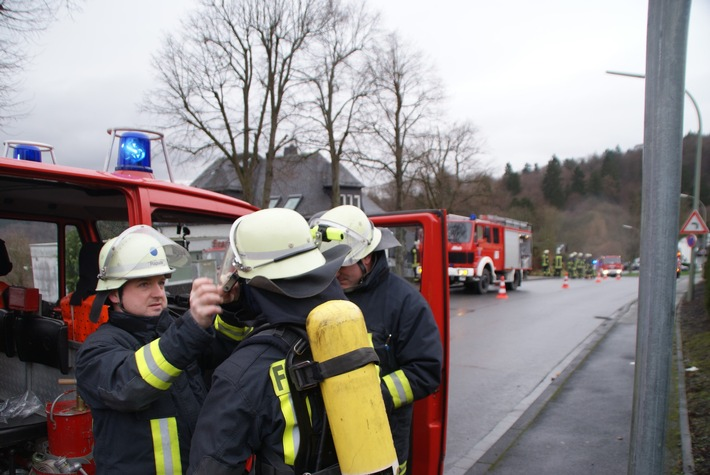 FW-AR: Arnsberger Feuerwehr hat Kaminbrand in Rumbeck schnell im Griff