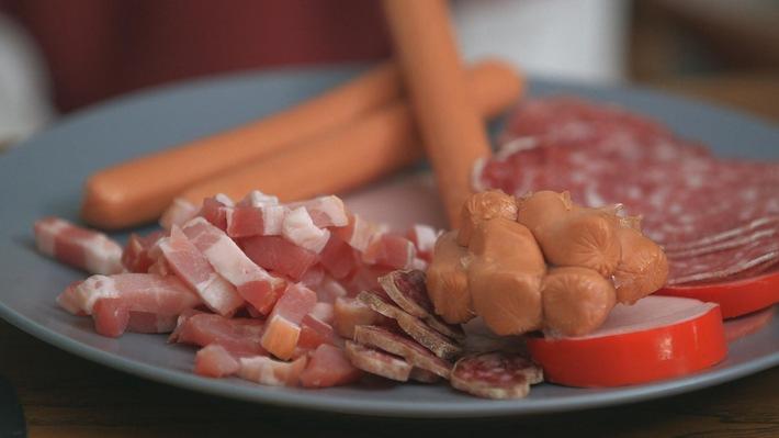 Qualvolle Massentierhaltung, Natriumnitrit im Fleisch: 3sat blickt kritisch auf den Fleischkonsum