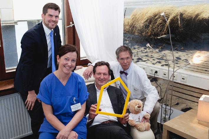 Dr. Eckart von Hirschhausen eröffnet Elternzimmer in Charité