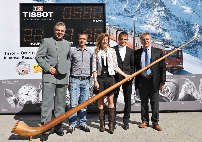 Tissot berührt den Top of Europe - Ein speziell gekennzeichneter Jungfraubahn-Zug auf dem Weg zu Europas höchster Bahnstation