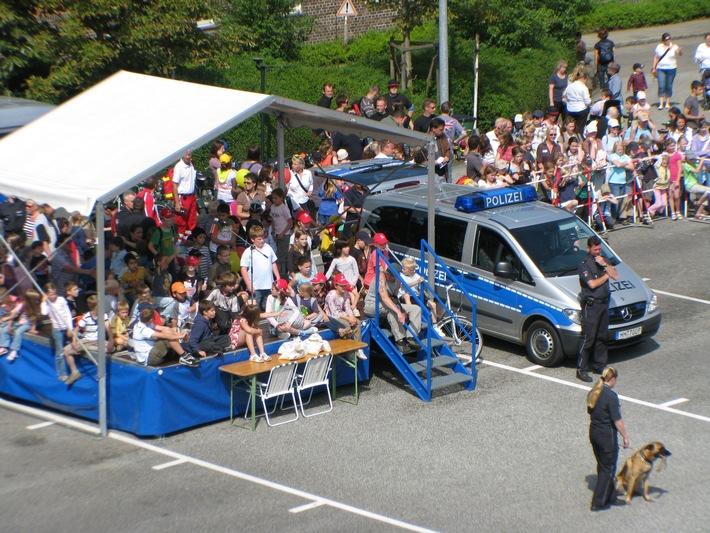 POL-HH: 160720-4. Nächste Woche ist es soweit: Kinder-Hit-Tag mit Polizei und Feuerwehr!