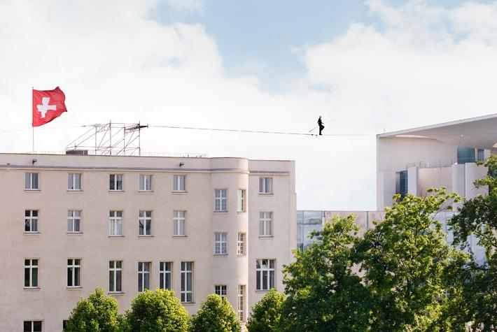Diplomatie als Balanceakt / Tag der offenen Tür der Schweizerischen Botschaft in Berlin