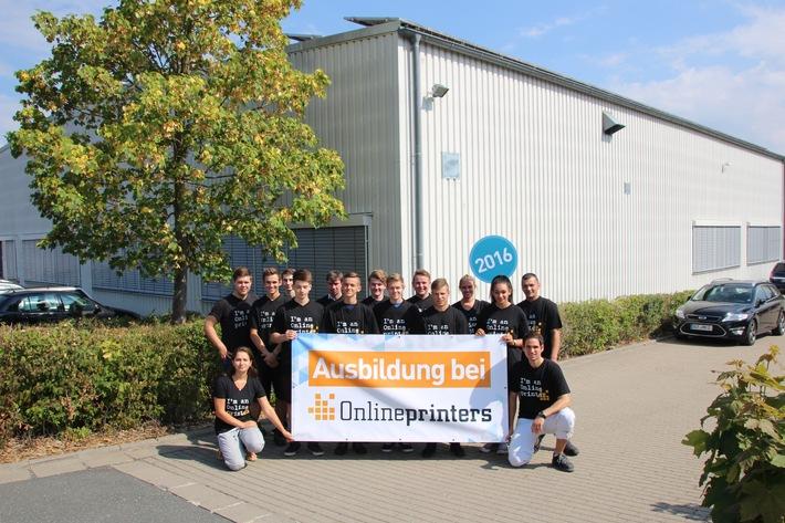 Zukunftsbranche Onlinedruck: Berufsfeld Industrie 4.0 / Start ins Berufsleben: Onlineprinters begrüßt zwölf neue Auszubildende