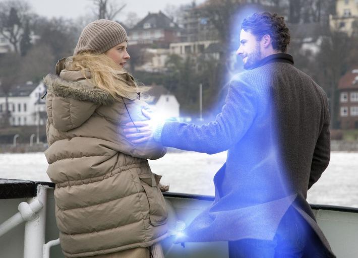 """Diana Amft verliebt sich in Stephan Lucas Geist - in """"Kein Geist für alle Fälle"""" am Dienstag, 19. Januar 2010, um 20.15 Uhr in SAT.1"""