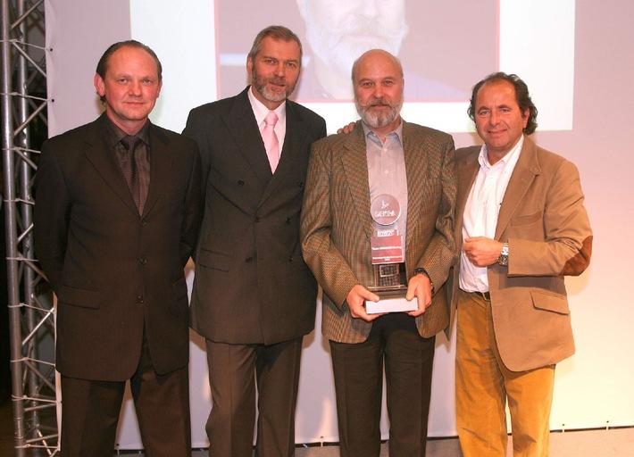"""Initiative von DEKRA und sport auto im zweiten Jahr / """"Fairnesspreis des Motorsports"""" an Olaf Manthey verliehen"""