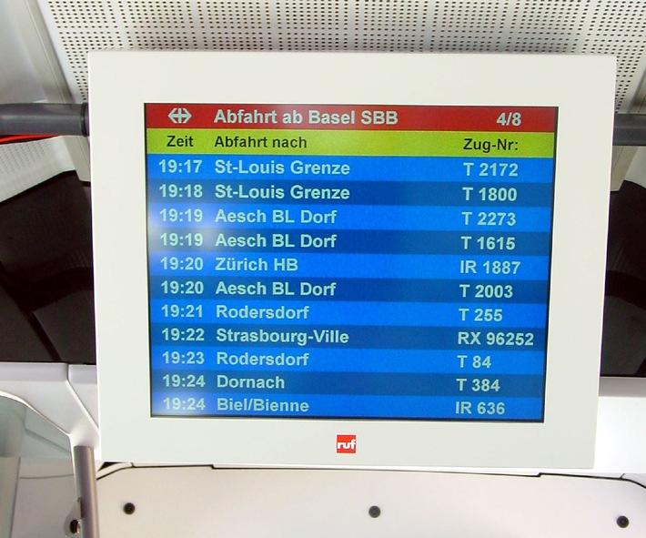 Flughafenbus mit VisiWeb(®)-Online-Informationen