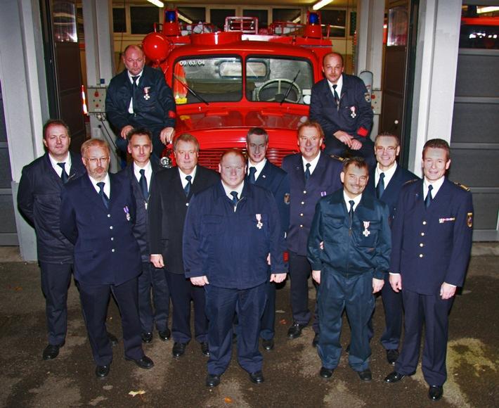 FW-E: Feuerwehrehrenzeichen für Mitglieder der Freiwilligen Feuerwehr