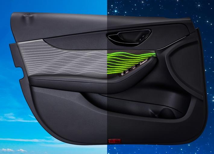 Yanfeng Automotive Interiors setzt mit neuartiger illuminierter Türverkleidung optische Akzente im Interieur / Neue Erlebnisdimension für den Autokäufer dank innovativer Lichtleitertechnik