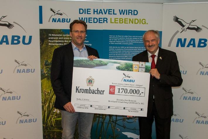 """Naturbewusster Einsatz - Krombacher Brauerei unterstützt das Projekt des NABU zum Wiederanschluss des Altarmes """"Vehlgaster Dorfhavel"""""""