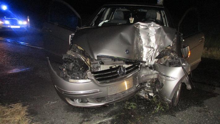 POL-HI: Pkw gegen Baum - Fahrzeugführerin wird schwer verletzt