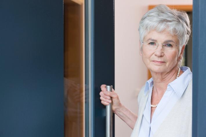 Fast drei Viertel aller Rentner haben finanzielle Engpässe im Ruhestand erlebt - Berufstätige unterschätzen Geldbedarf im höheren Alter