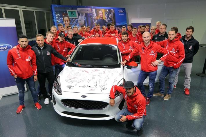 Mannschaft und Trainer des 1. FC Köln zur Autogrammstunde und Werkführung bei Ford