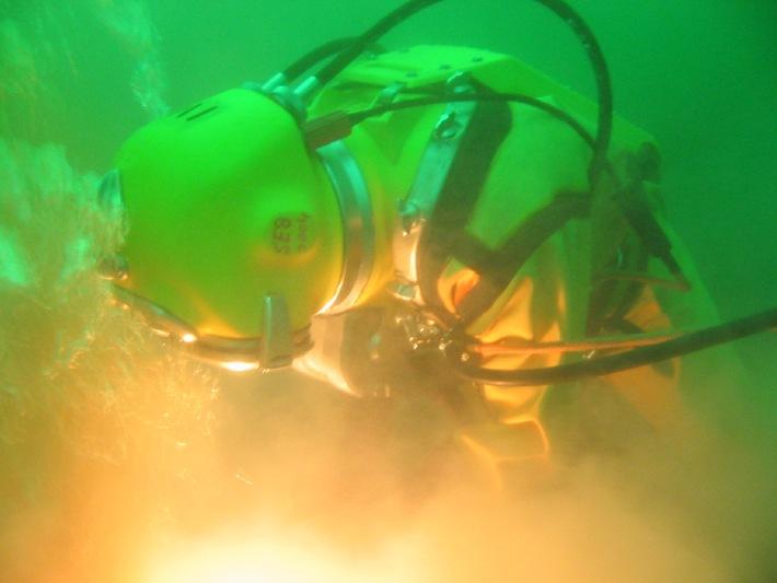 Deutsche Marine - Presseberichte/ Porträt: Traumverwendung: Helmtaucher bei der Marine