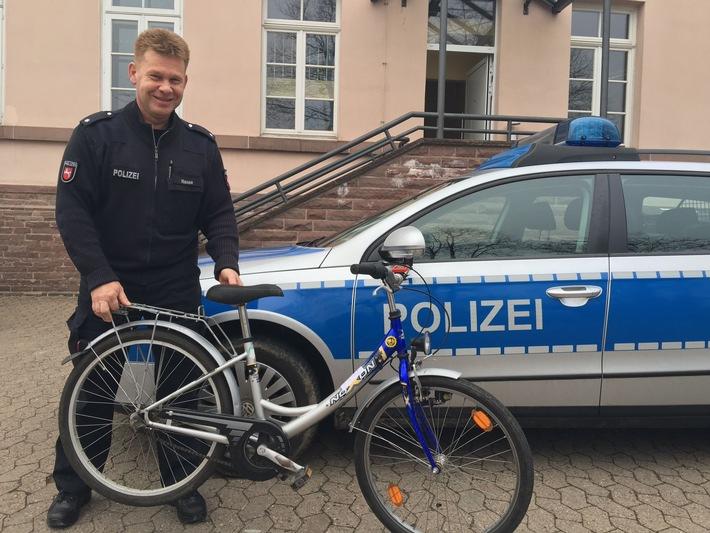 """POL-HOL: Wieder Fundfahrrad - Dieses Mal in Grünenplan Fundfahrräder haben Hochkonjunktur Fahrrad für Polizei nicht """"unterzubringen"""""""