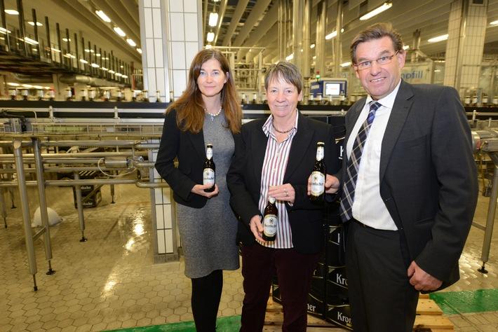 Bundesumweltministerin Dr. Barbara Hendricks besucht Krombacher Brauerei - umweltfreundliches Engagement pro Mehrweg vorbildlich