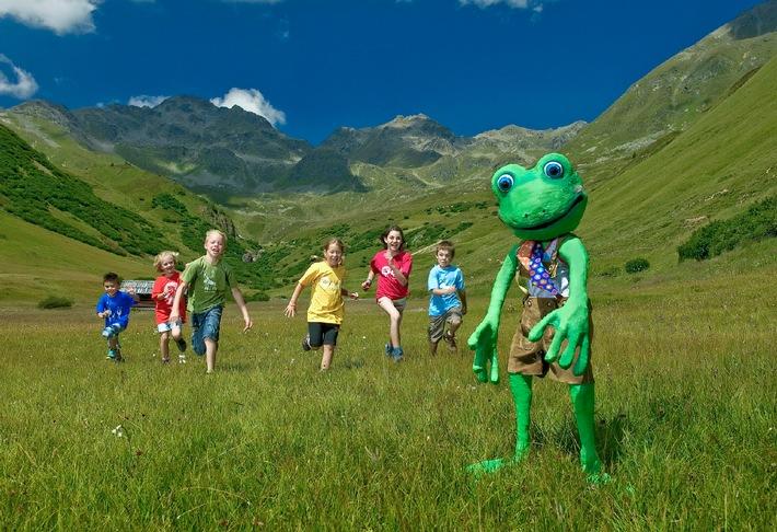 In den Family Tirol Dörfern hüpfen die Kinder in diesem Sommer mit Bartl Bergfrosch um die Wette