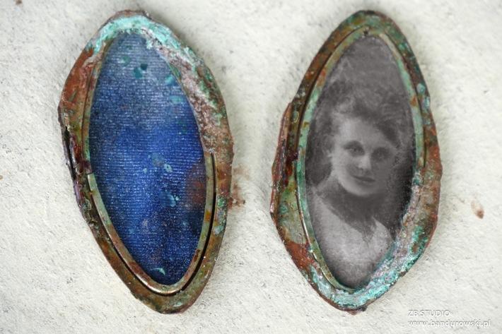 Wer kennt dieses Amulett? Volksbund bittet um Unterstützung bei Schicksalsklärung