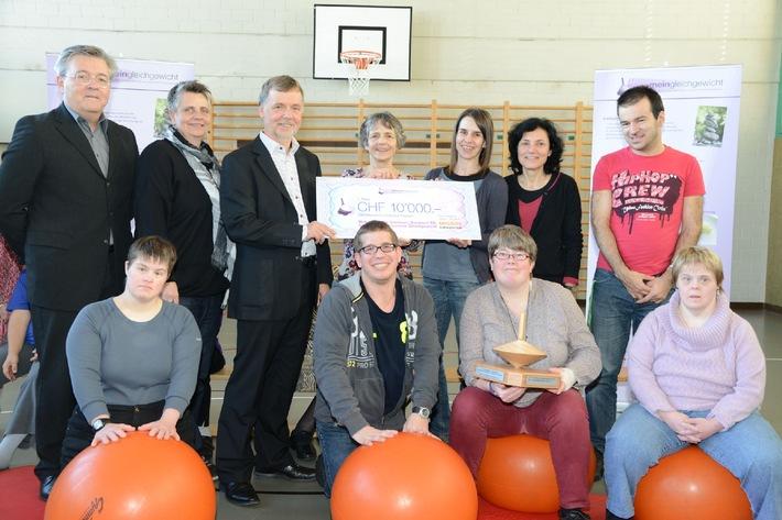 Pour-cent culturel Migros: 2e remise des prix pour des projets de promotion de la santé visant les personnes handicapées / Premier award «monéquilibre» décerné à la Bildungsstätte Sommeri