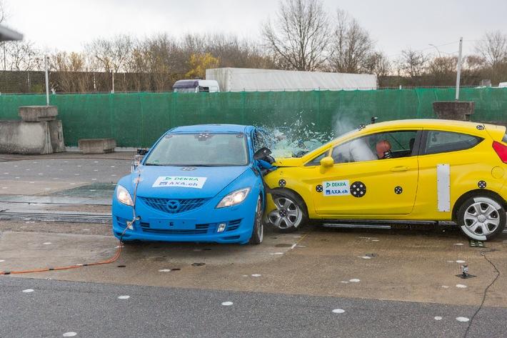 Crashtests 2014 / Vom Sicherheitsgurt zum Autopiloten - mehr Technik, weniger Tote? (BILD)