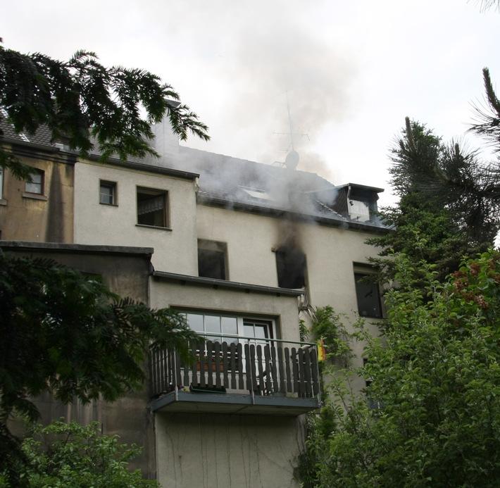 FW-E: Feuer in Mehrfamilienhaus in Essen-Kray