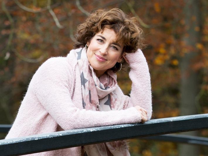 """Hochzeit hoch zwei in SAT.1: Isabel Varell bringt den schönsten Tag im Leben zurück bei """"Ganz in Weiß"""" ab 21. Februar 2016"""