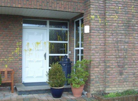 POL-REK: Sachbeschädigung durch Farbe an Einfamilienhaus