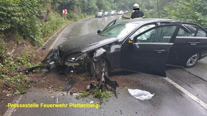 FW-PL: OT-Siesel/B236. Verkehrsunfall mit vier leicht Verletzten nach Alleinunfall