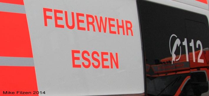 FW-E: Notarzteinsatzfahrzeug verunglückt bei Einsatzfahrt, eine Person verletzt