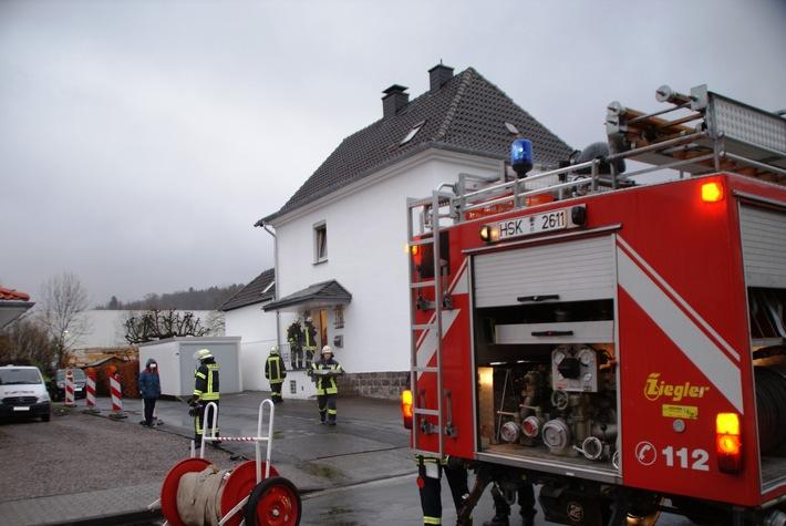 FW-AR: Arnsberger Feuerwehr hat Rußbrand im Kamin schnell im Griff