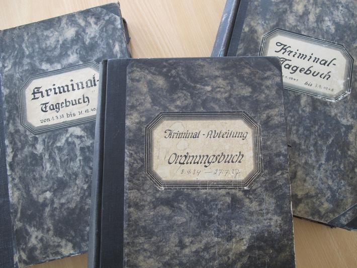 POL-NI: Ungewöhnlicher Fund auf dem Dachboden der Polizei - Kriminaltagebücher aus den Jahren 1934 bis 1945 an Polizeimuseum übergeben