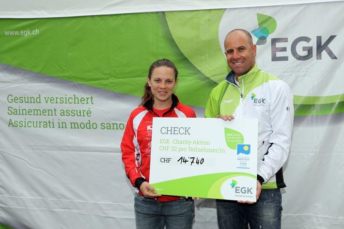 EGK Charity: Run for HIF: EGK spendet 14'740 Franken für die Sportklasse des Hochalpinen Instituts Ftan