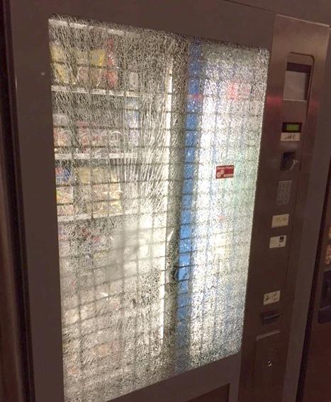 Automaten mit Stein beworfen. Foto Bundespolizei
