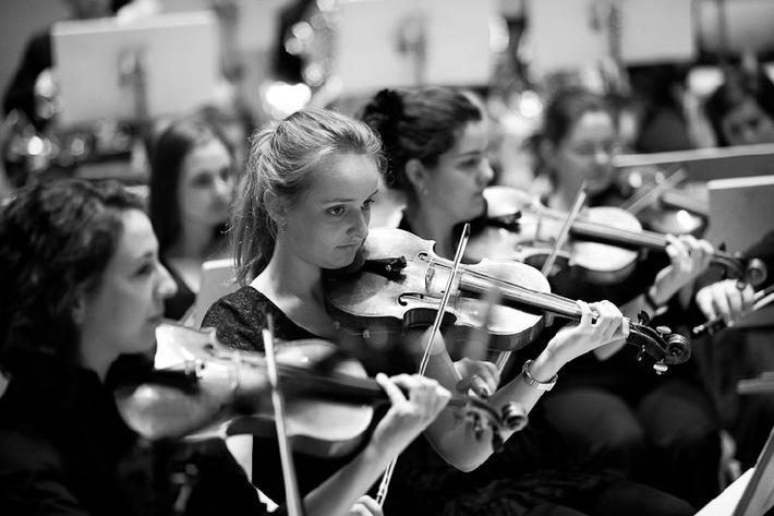 SJSO Schweizer Jugend-Sinfonie Orchester: Das Konzertprogramm umfasst bei der diesjährigen Herbsttournee 2013 gleich drei Werke aus unterschiedlichen Epochen (Bild)