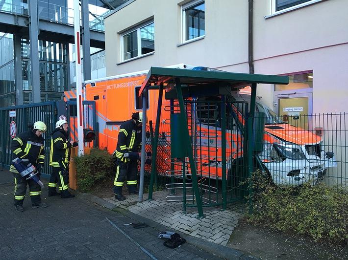 FW-GL: Rettungswagen der Feuerwehr Bergisch Gladbach im Einsatz entwendet