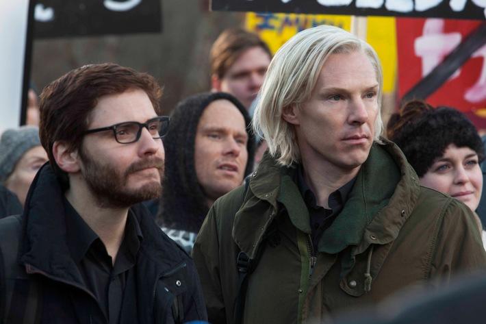 """Free-TV-Premiere: """"Inside WikiLeaks"""" mit Benedict Cumberbatch und Daniel Brühl am 11. Oktober 2016 auf ProSieben MAXX"""