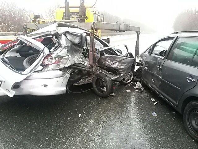 POL-HM: Pkw gerät außer Kontrolle und schleudert in Gegenverkehr