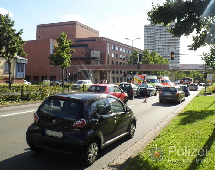 POL-PPWP: Unfall in der Innenstadt mit mehreren Verletzten