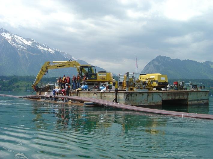 Nuova tensione tra Spiez ed Oberhofen: Messo in funzione il cavo sottomarino di BKW