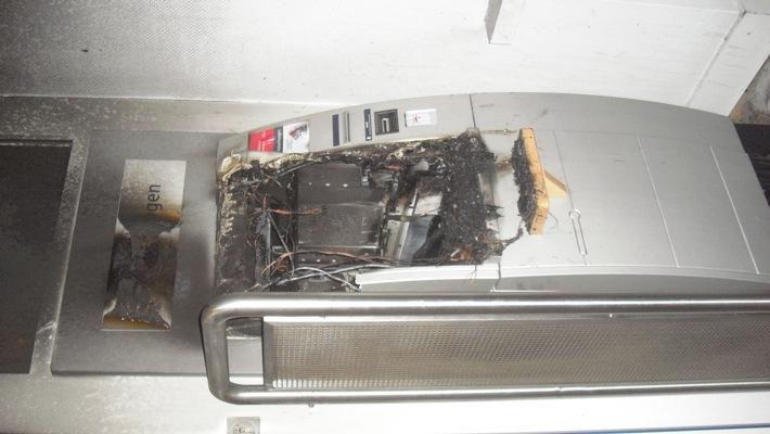 POL-F: 151230 - 1034  Frankfurt-Eckenheim: Versuchte Sprengung eines Geldautomaten - Foto