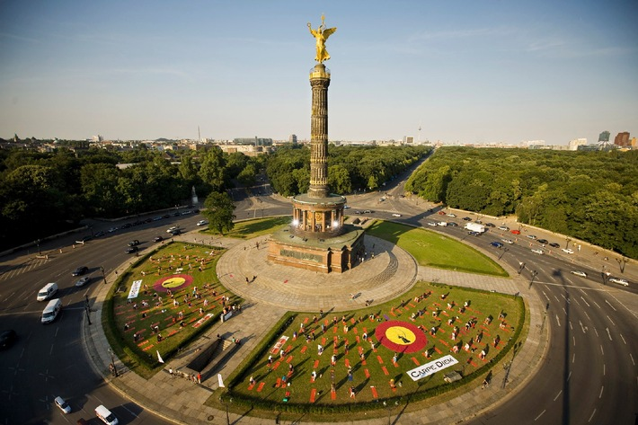 Carpe Diem Urban Yoga - Auftakt an der Berliner Siegessäule