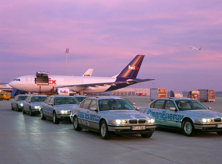 Hydrogen promotion: BMW 750hL hydrogen fleet on world tour First stop: Dubai 1st February 2001