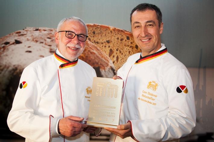 Cem Özdemir: Botschafter des Deutschen Brotes 2017 / Bäckerhandwerk stärkt die Zukunft der Brotkultur mit prominentem Würdenträger, frischer Nachwuchskampagne und neuem Brotinstitut