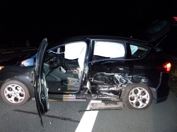 POL-MI: Drei Leichtverletzte durch Verkehrsunfall
