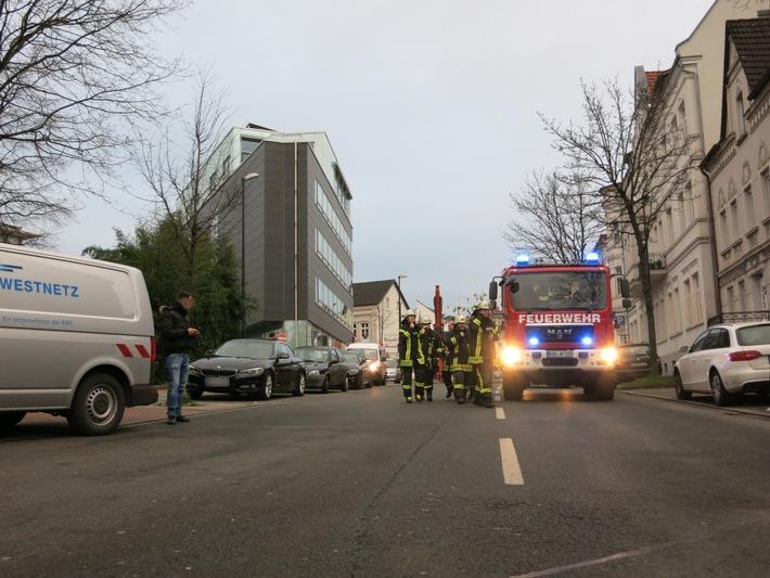 FW-AR: Parkhaus Neheim nach Gasgeruch evakuiert und gesperrt